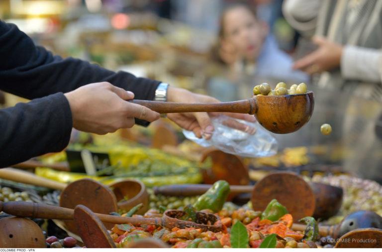Stand olives sur le marché